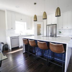 Jak jsem objevila pro svou novou bílou kuchyni krásný černý granitový dřez