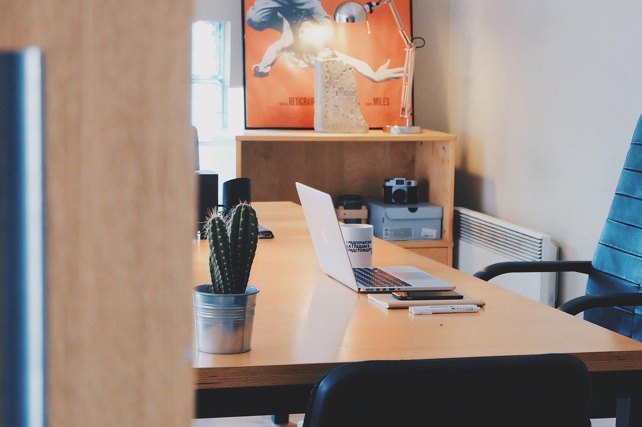 Správná kancelářská židle je pohodlná a dokonale sladěná s ostatním vybavením