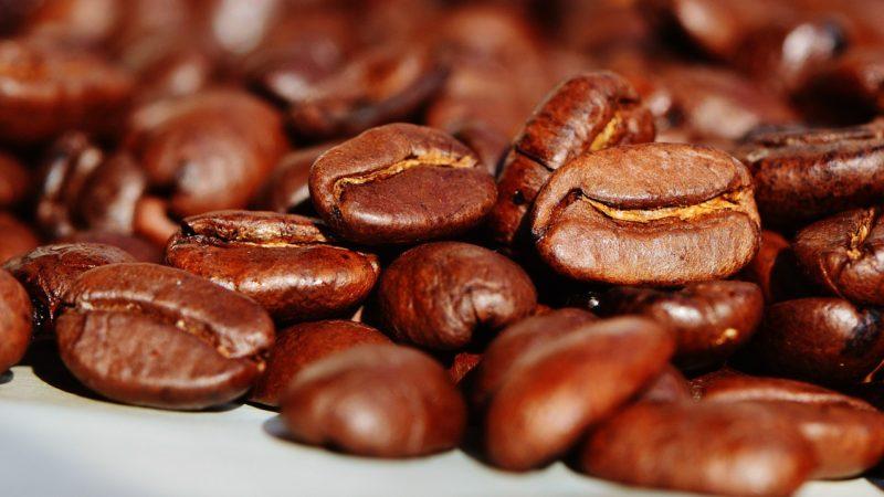 Jak si doma vytvořit lahodnou kávu s vůní exotiky?